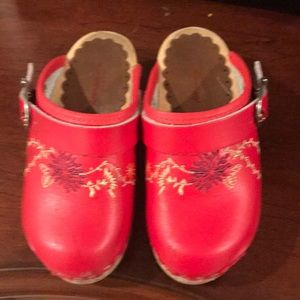 Hanna Anderson girls clogs size 26